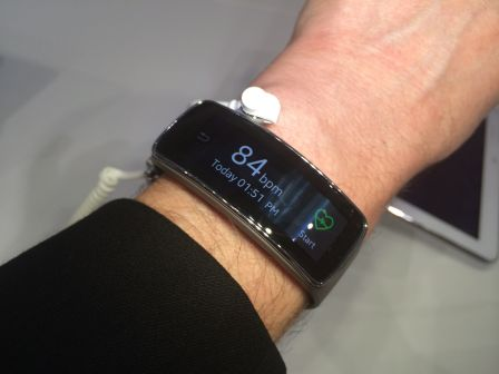 samsung-gear-fit-1.jpg
